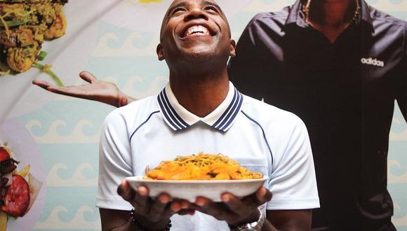 Cuto Guadalupe en su reino: el ex futbolista tricampeón que abrió su restaurante para rendirle culto a la carapulcra. FOTO: Diana Foronda