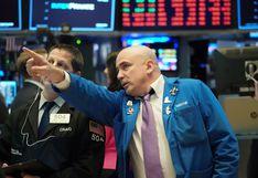Wall Street abre en verde y el Dow gana 777 puntos por datos del COVID-19