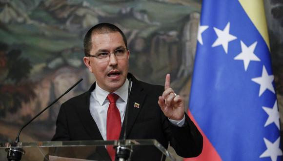 El canciller de Venezuela, Jorge Arreaza, asiste a una conferencia de prensa el 22 de junio de 2021. (Foto de YURI KOCHETKOV / POOL / AFP).