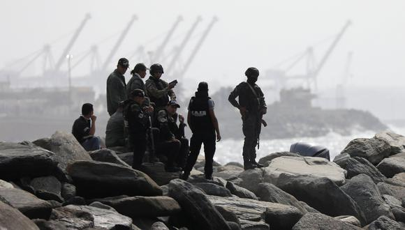 """Los miembros de la unidad de fuerzas especiales patrullan la costa luego de que el gobierno de Venezuela anunciara una incursión """"mercenaria"""" fallida en Macuto, La Guaira. (REUTERS / Manaure Quintero)."""
