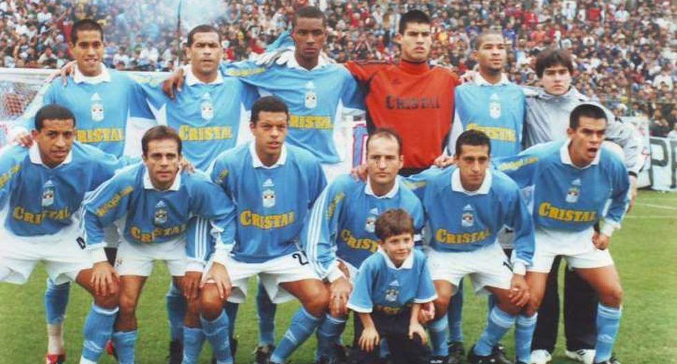 Cristal. 2002-2006. El zaguero llegó a los 16 años al cuadro rimense. Debutó en el 2002 con Paulo Autuori, año en el que fue campeón. (Foto: GEC)