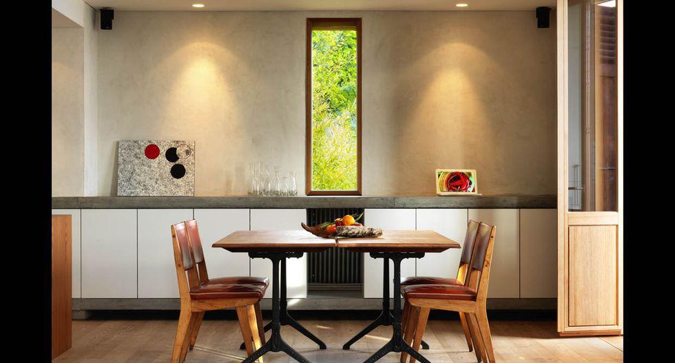 Tanto la cocina como la sala están conectadas al jardín. Los ambientes son espaciosos y bien iluminados.(Foto: Lionel Henriot / ralphgermann.ch)