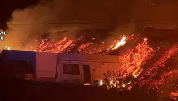 El momento en el que el volcán en La Palma se traga una casa. (Captura de video).