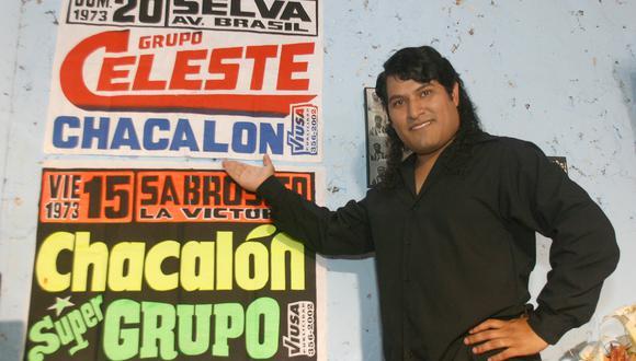 """Gustavo Cerrón, en una foto promocional de """"Chacalón, el ángel del pueblo""""; miniserie del 2005 que formó parte del 'boom' de las historias de éxito de músicos peruanos. El actor falleció este 2021. Foto: Latina."""