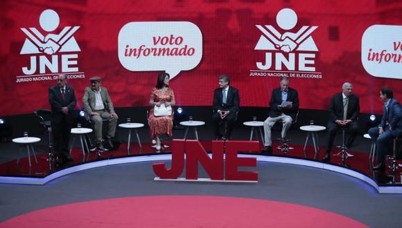 Veintiún postulantes de listas por Lima participaron anoche en cita organizada por el JNE. El tercer y último debate será el domingo 19, a una semana de los comicios. (Foto: Hugo Pérez / GEC)