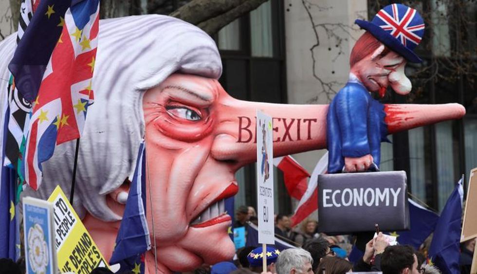 Miles de personas se manifiestan por un referéndum del Brexit. (Foto: AFP)