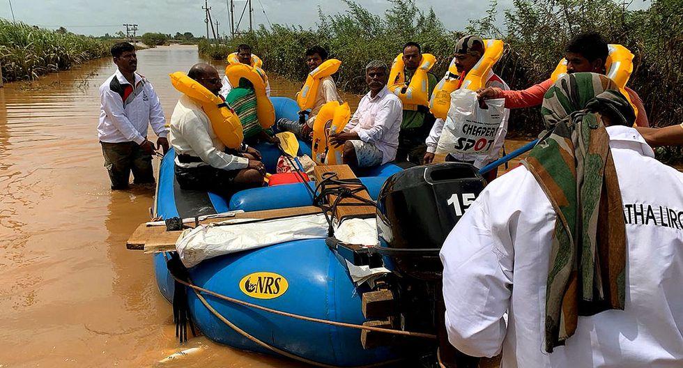 Labores de rescate en la India por las inundaciones. (Foto: EFE)