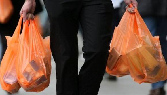 Chile se convierte en el primer país de América Latina en prohibir el uso de bolsas plásticas en el comercio. (USI)
