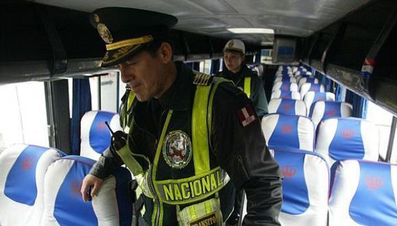 Ómnibus de Civa fue asaltado en vía Ocoña - Arequipa
