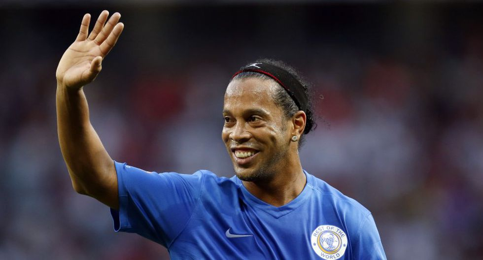 Ronaldinho ve una eliminatoria abierta entre Barcelona y Manchester United. (Foto: Reuters)