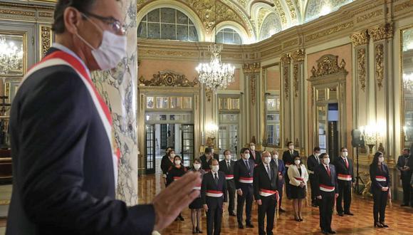 El presidente Martín Vizcarra juramenta al nuevo Gabinete Ministerial presidido por el general Walter Martos, ayer, en Palacio de Gobierno. (Foto: Presidencia).