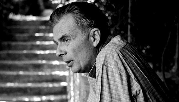El escritor británico Aldous Huxley, autor de Un mundo feliz (1932) en una imagen de los años 50, cuando en una necesidad por volver sus pasos hacia su novela distópica llegó en 1958 a Lima y conoció el Cusco. (Foto: Cordon Press)