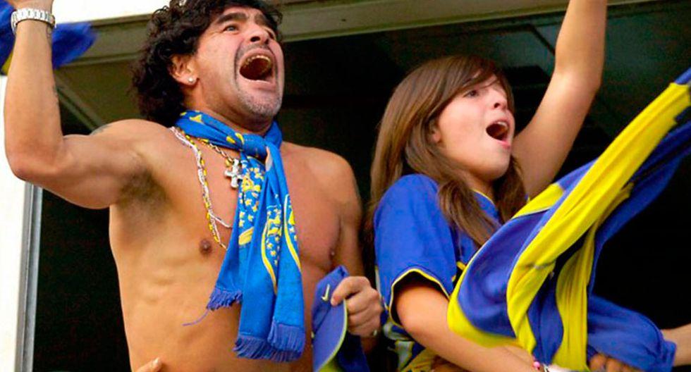Diego Maradona celebrando el golde Boca Juniors en un palco de La Bombonera, junto a su hija Dalma. (Foto: AFP)