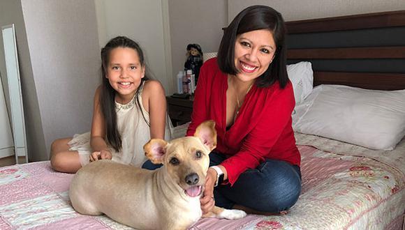 Hoy Napo solo se sube a la cama con permiso de Ivette Fernández, su mamá adoptiva. Aquí también junto a Valentina Suárez. (Crédito: Andrea Carrión)