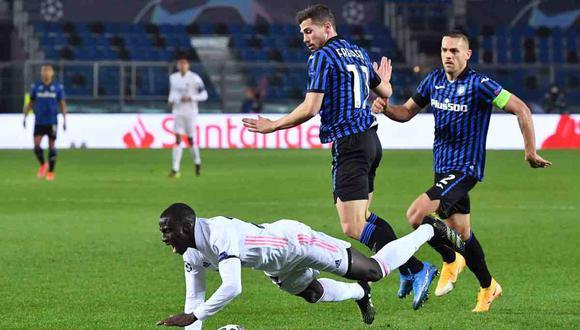 Remo Freuler fue expulsado por una falta contra Ferland Mendy. (Foto: AFP)