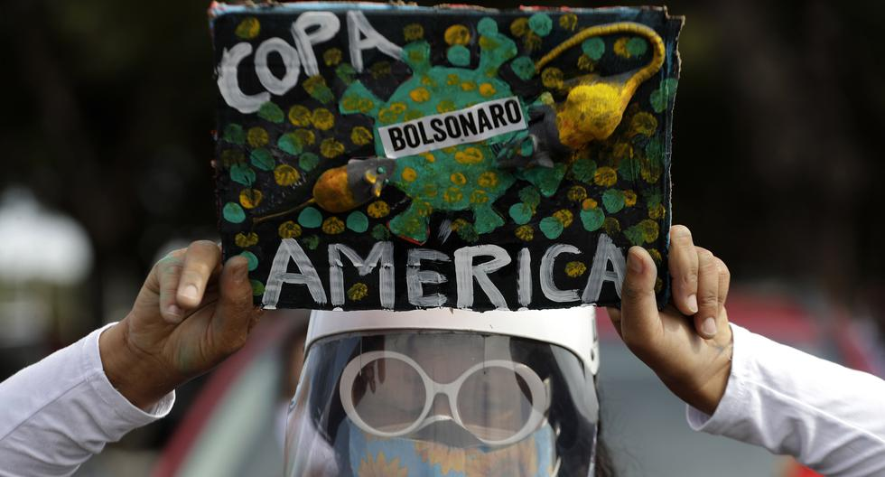Muchos ciudadanos se han mostrado en contra de que Brasil, fuertemente golpeado por la pandemia de coronavirus COVID-19, sea sede de la Copa América 2021. (AP Photo/Eraldo Peres)
