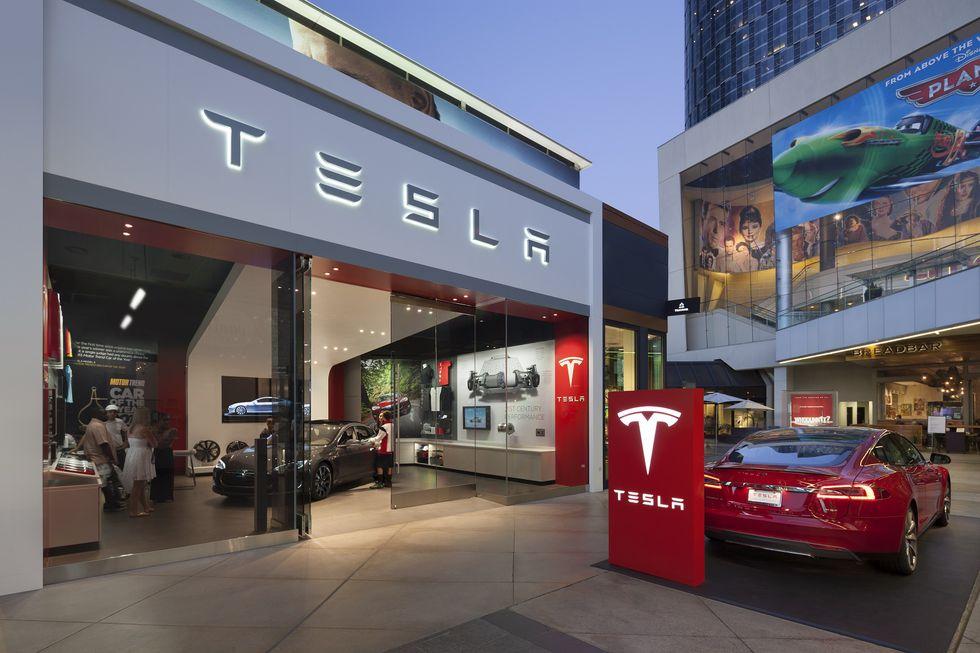 Tesla mantendrá algunos centros para que los clientes puedan conocer sus modelos. Sin embargo, las compras se realizarán vía online. (Fotos: Tesla).