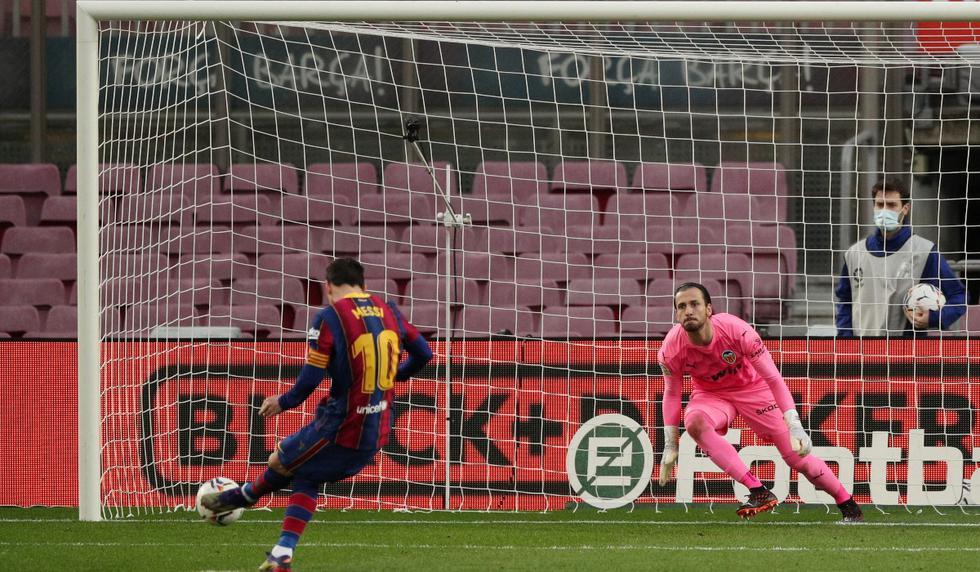 Lionel Messi anotó en el Barcelona vs. Valencia y alcanzó los 643 goles de Pelé en un mismo club | Foto: REUTERS