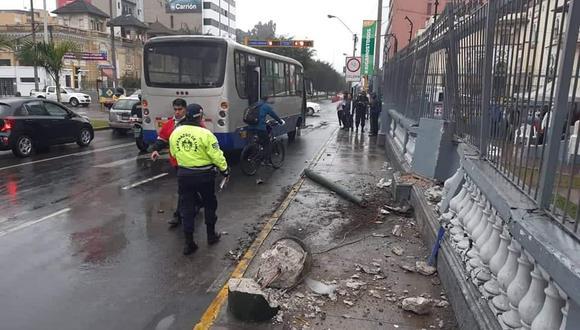 Bus del corredor azul sufrió el accidente en la cuadra 2 de la avenida Arequipa, Cercado de Lima. (Foto: David Pino)