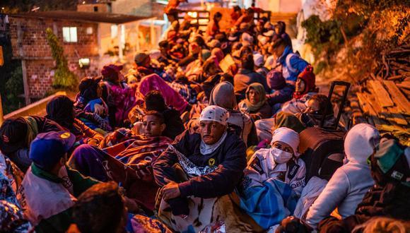 Un grupo de migrantes venezolanos a bordo de un camión en el cruce por las montañas en Colombia. (Federico Rios Escobar para The New York Times).
