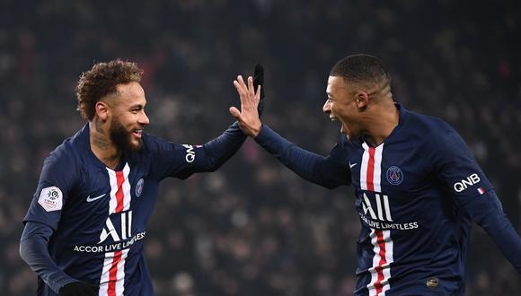 El poderío económico del PSG permitió juntar al brasileño Neymar con Kylian Mbappé, dos estrellas tasadas en más de 200 millones de euros cada una. (Foto: AFP).