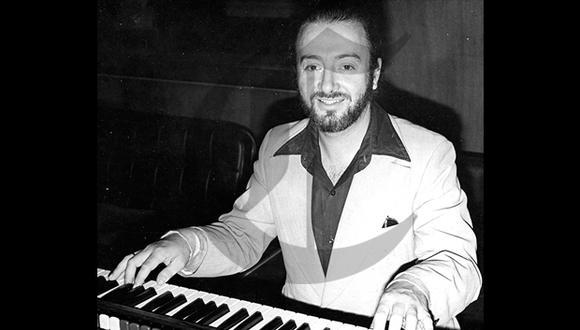 Años 80. Otto de Rojas al lado de su inseparable teclado, con el que hacía magia y divertía a la gente. (Foto: GEC Archivo Histórico)