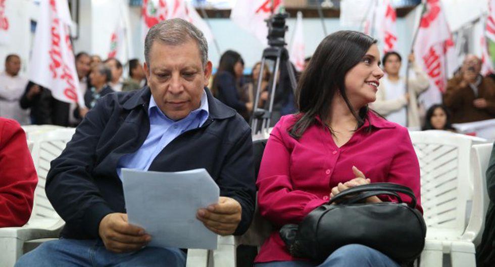La ex candidata presidencial del Frente Amplio, Verónika Mendoza, y el líder de Tierra y Libertad, Marco Arana, en un evento partidario en octubre del 2015. (Foto: Alonso Chero/El Comercio).