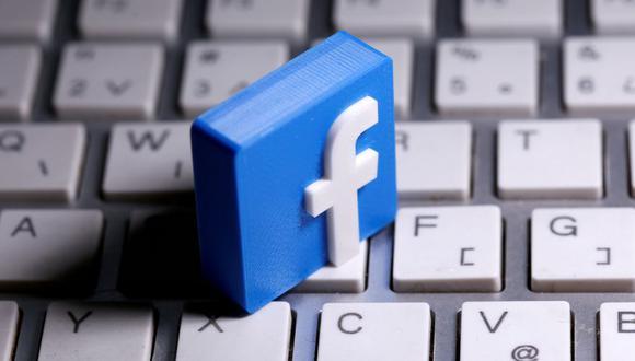 Se ve un logotipo de Facebook impreso en 3D colocado en un teclado en esta ilustración. (REUTERS / Dado Ruvic / Ilustración /archivo).