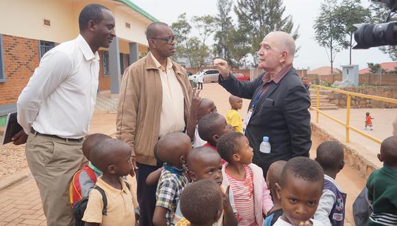 """Chema Salcedo presenta """"Rwanda, mi última utopía"""", documental que grabó en el pequeño país africano el año pasado. (Foto: RPP)"""