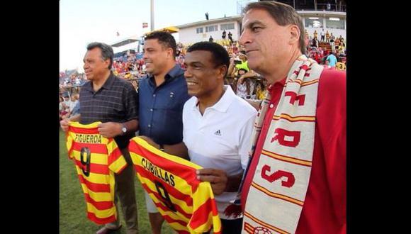 Teófilo Cubillas junto a Ronaldo en homenaje del Strikers