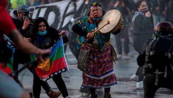 """Murillo asegura que por muchos años los latinoamericanos vivían """"en un espejismo"""" de prosperidad que poco a poco fue derrumbándose, como ocurrió en Chile. (Getty Images)"""