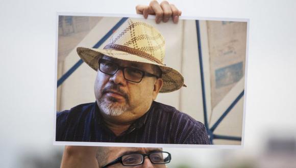 Periodistas del estado de Nuevo León y miembros de organizaciones civiles protestan contra el asesinato del periodista mexicano Javier Valdez ocurrido en Culiacán, Sinaloa el 15 de mayo de 2017, en Monterrey, México. (Foto: Archivo / Julio Cesar AGUILAR / AFP)