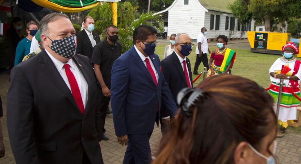 El jefe de la diplomacia de Estados Unidos, Mike Pompeo inició el jueves su gira por Sudamérica en Surinam, donde instó al gobierno a patrocinar asociaciones con empresas estadounidenses y no chinas. (Foto: AFP / Jason Leysner).