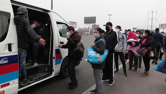 Transportistas acatan paralización. Usuarios tuvieron dificultades para conseguir un medio de transporte.  (Foto: Ángela Ponce)