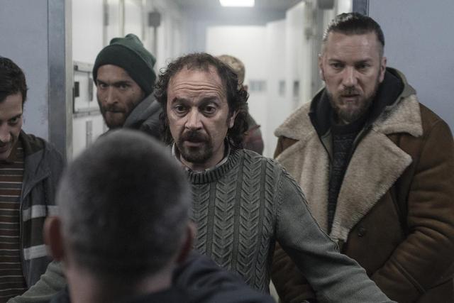 All the prisoners turn against Martín (Photo: Netflix)
