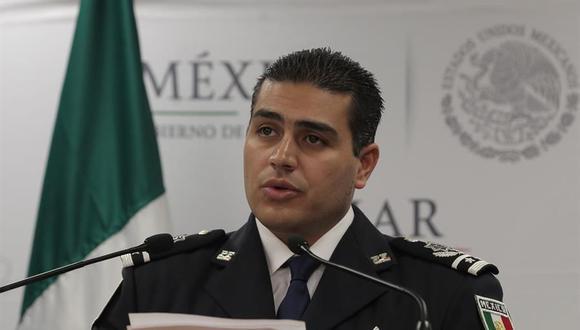Fotografía fechada el 13 de septiembre de 2016, que muestra al entonces comisario general Omar Hamid García Harfuch, jefe de la División de Investigación de la Policía Federal, mientras ofrece declaraciones a medios de comunicación, en Ciudad de México. (EFE/Alex Cruz).