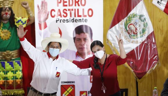 El candidato de Perú Libre sostuvo una reunión con la expostulante presidencial de Juntos por el Perú en local ubicado en Jesús María. (Foto: El Comercio)