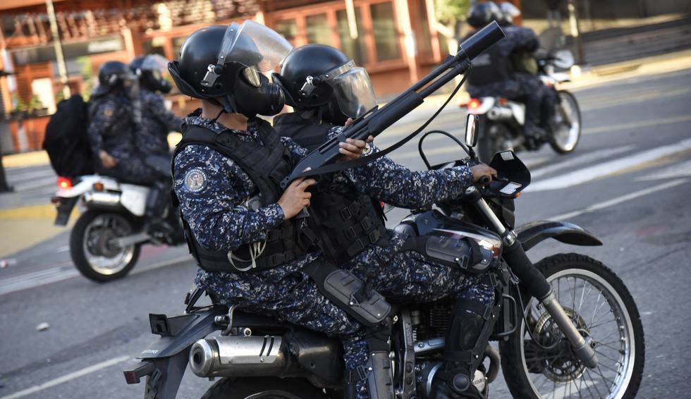 Venezuela: Al menos 26 muertos en las protestas contra Nicolás Maduro tras la juramentación de Juan Guaidó. (Bloomberg).