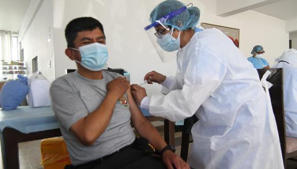 El proceso de vacunación para el personal de salud inició el pasado 9 de febrero con la vacuna de Sinopharm. (Foto: Leonardo Cuito)