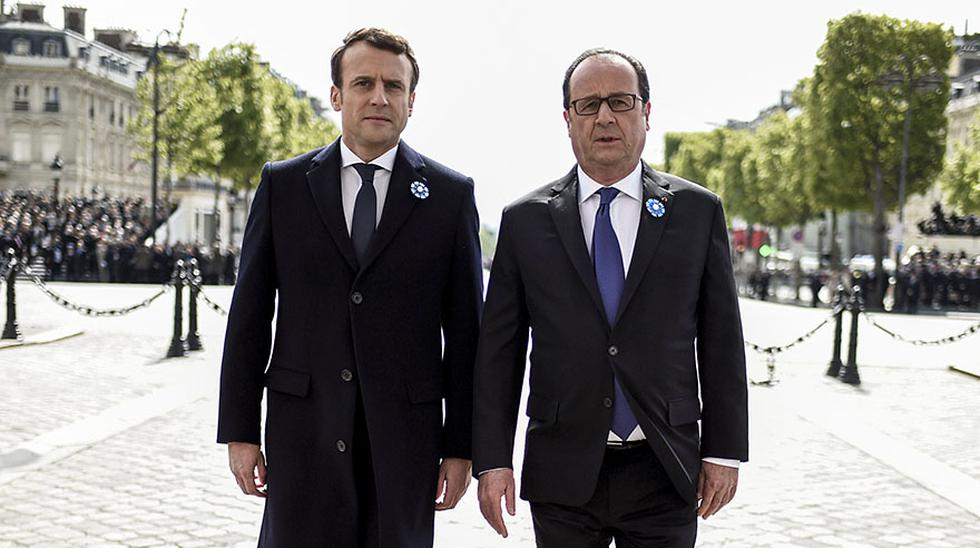 El presidente electo de Francia, Emmanuel Macron, y el mandatario saliente, Francois Hollande, escenificaron el lunes un simbólico apretón de manos bajo el Arco del Triunfo parisino, donde celebraron los 72 años del triunfo ante la A
