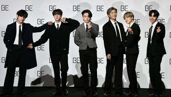 """BTS durante la conferencia de prensa de su álbum """"BE"""". La boyband ganó todas las categorías en las que se encontraban nominados en los American Music Awards 2020 (Foto: Jung Yeon-je para AFP)"""