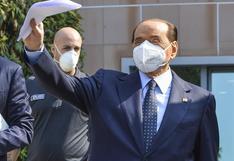 Silvio Berlusconi sigue dando positivo al coronavirus un mes después de su contagio