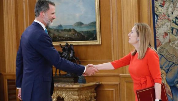 El rey Felipe VI de España firmó el real decreto el nombramiento de Pedro Sánchez como nuevo presidente del gobierno español. (Foto: Casa Real española / Twitter)