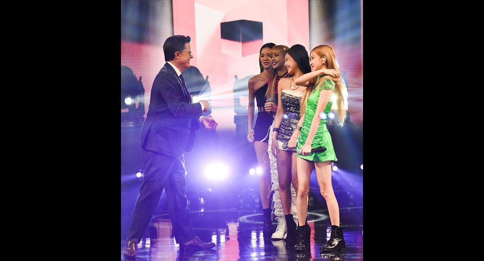 Stephen Colbert en el set con BLACKPINK. (Foto: Instagram).
