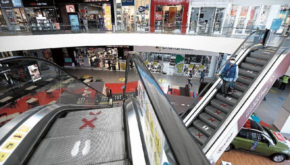 En plena campaña navideña, los centros comerciales tendrán un impacto al permitirse el uso de autos particulares los domingos. (Foto: GEC | Francisco Neyra)