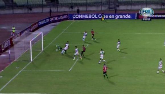Melgar vs. Caracas: así fue el gol para el 1-0 de los venezolanos tras floja respuesta de Cáceda. (Foto: captura)