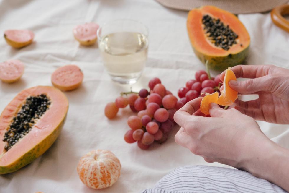 """Hoy te vamos a enseñar qué <a href=""""https://mag.elcomercio.pe/recetas/saludables/recetas-6-frutas-y-verduras-que-hidratan-mas-en-verano-hidratacion-dieta-fitness-estados-unidos-eeuu-usa-mexico-nnda-nnni-noticia/""""><font color=""""blue"""">frutas</font></a> puedes comer si sufres de gastritis. Toma nota. (Foto: Pexels)"""