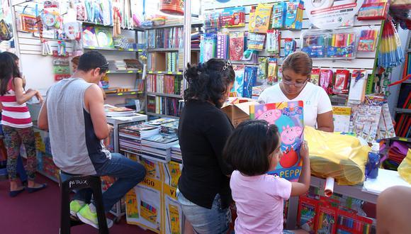 """Próximos al inicio del año escolar, Caja Piura informó que estima colocar alrededor de S/750 millones en créditos para emprendedores de comercios dedicados a la venta de útiles y materiales escolares. """"A pesar del estancamiento económico que se vivió en el 2017, se proyecta que la campaña escolar exprese un crecimiento de 50% en préstamos comerciales. En el caso de Caja Piura, proyectamos colocar 750 millones de soles en créditos desde S/500 hasta S/30.000 en las 24 regiones del Perú y Lima Metropolitana donde tenemos presencia"""", sostuvo José Díaz Torres, jefe de Créditos de Caja Piura. (Foto: El Comercio)"""