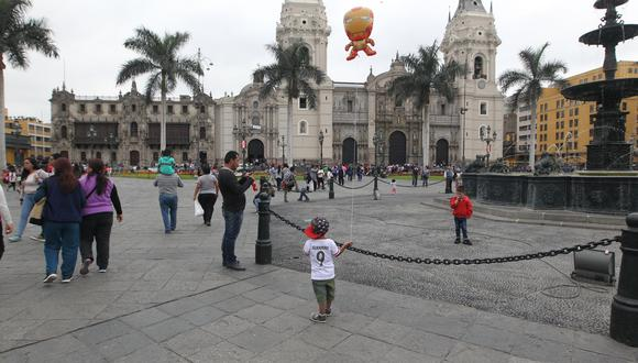 Chávez Cresta explicó que el 8 y 9 de octubre se decretó como días laborables tras un análisis del Ministerio de Economía y Finanzas. (Foto: GEC)