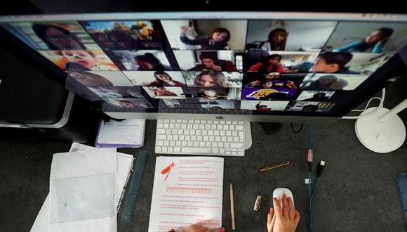 La mayoría de reuniones son celebradas vía Zoom. (Foto: CIPER Chile)